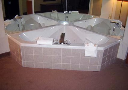 Comfort Suites Of Southport Whirlpool